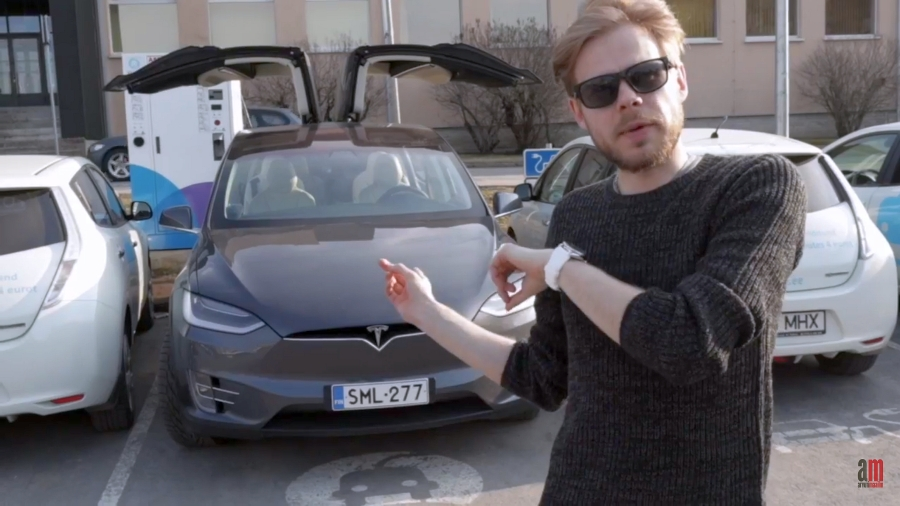 AM-i eksperiment Tesla Model X-iga. Kaader videost