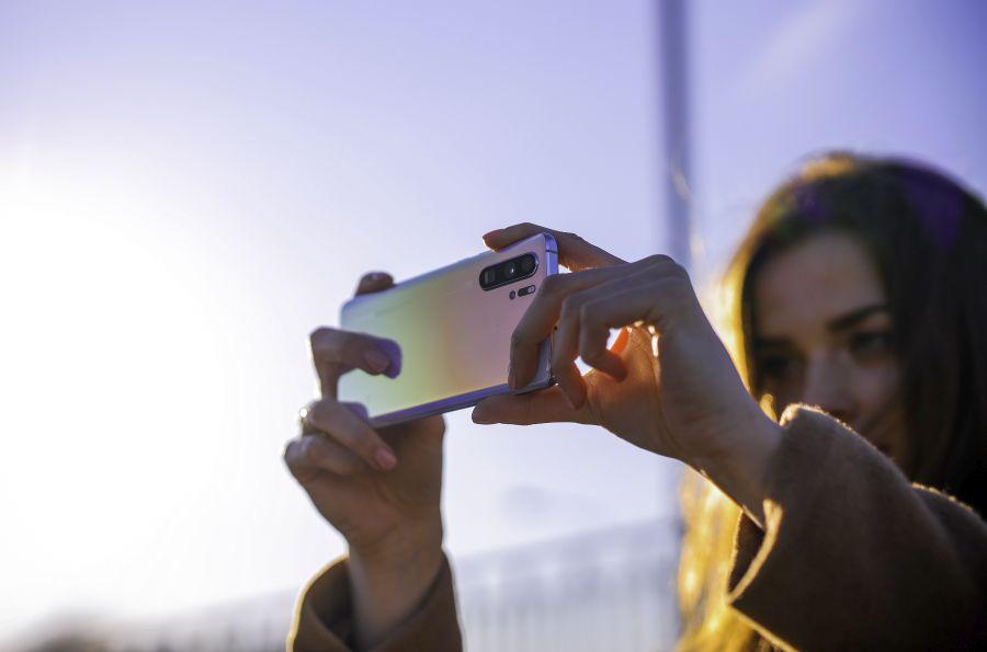 Huawei vahetab uutel tippmudelitel aasta jooksul korra katkise ekraani tasuta välja
