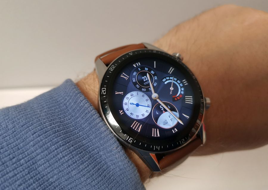 Huawei Watch GT 2 46 mm mudel Classic sihverplaadiga.