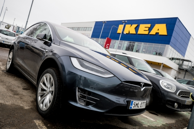 Tesla Model X IKEA ees